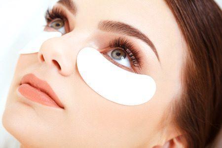 39806003-cosmetic-treatment-woman-eye-with-long-eyelashes-eyelash-extension